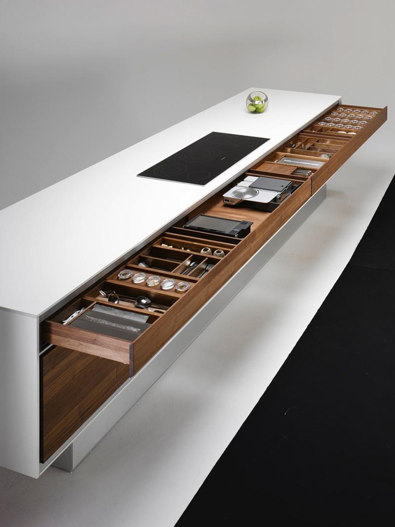 Современные тенденции в дизайне кухни в вашем доме - кухонный остров Team 7 с длинным выдвижным ящиком