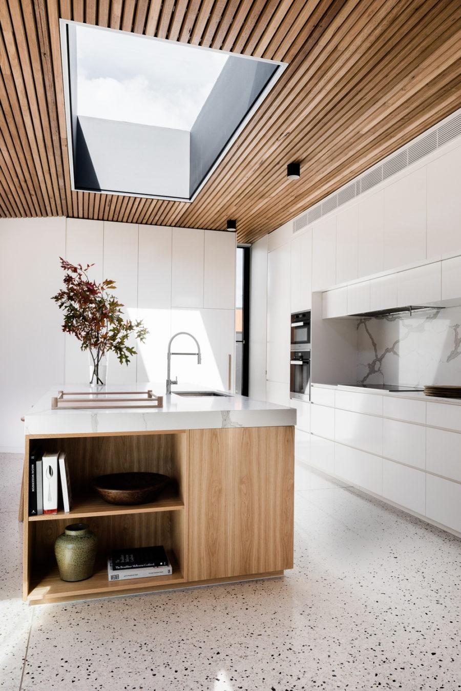 Современные тенденции в дизайне кухни в вашем доме - мраморный пол