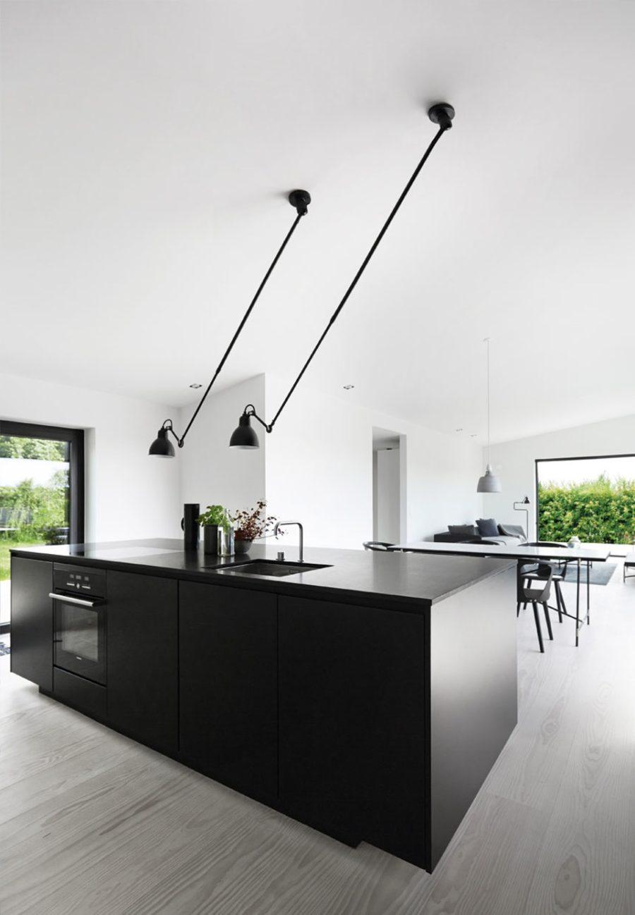 Современные тенденции в дизайне кухни в вашем доме - длинные угловые лампы