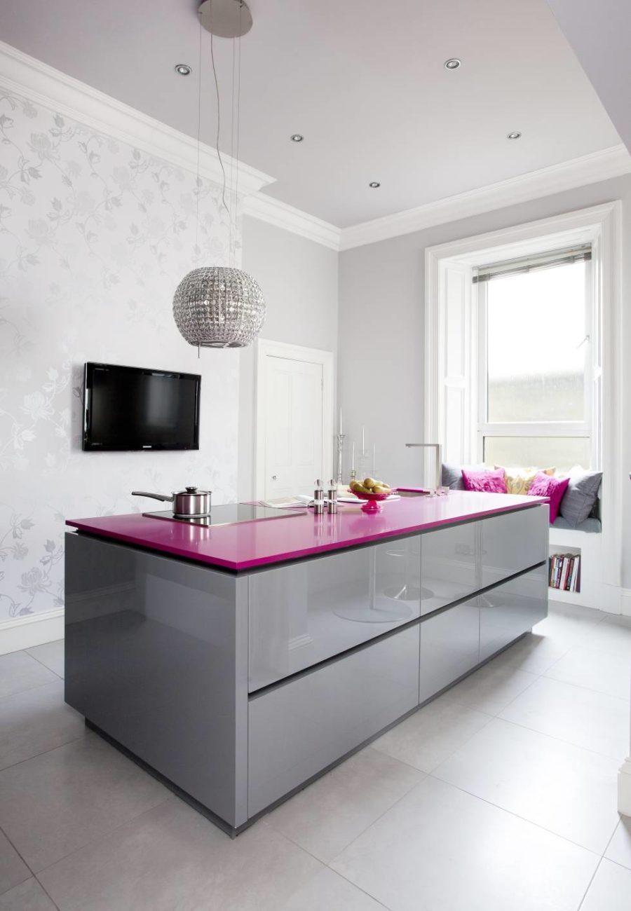 Современные тенденции в дизайне кухни в вашем доме - малиновый цвет в интерьере