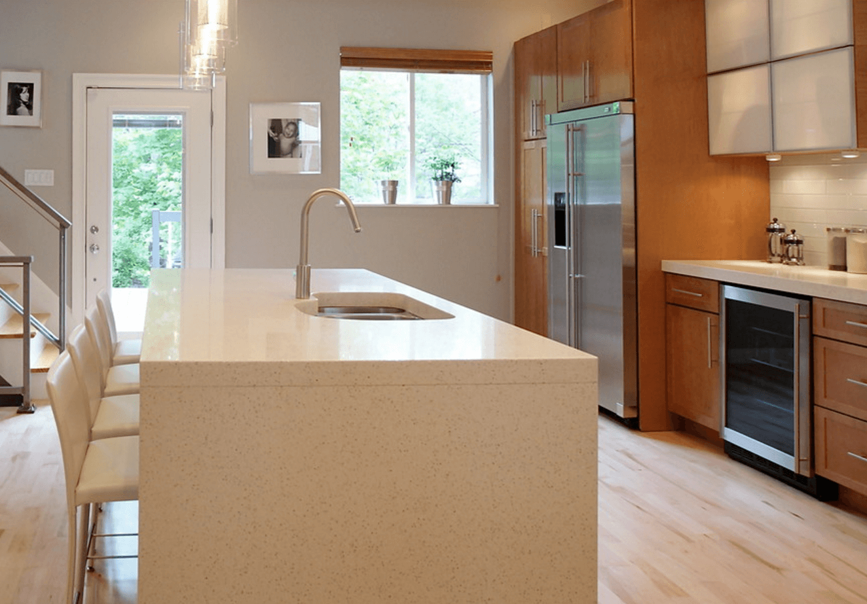 Изменяем освещение кухни: вариант с подвесными лампами
