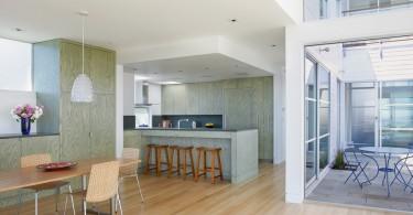 Оригинальный дизайн кухонного шкафа в интерьере кухни от Jetton Construction, Inc.