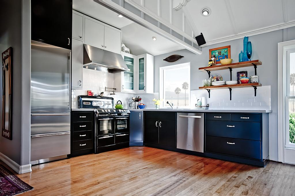 Современный дизайн интерьера кухни в стиле хай-тек