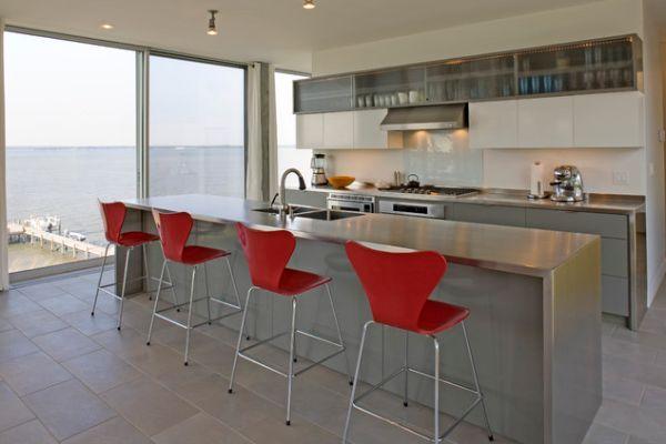 Столешница из нержавеющей стали в интерьере кухни