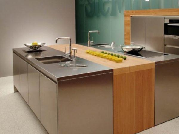 Оригинальный кухонный остров из нержавеющей стали в интерьере кухни
