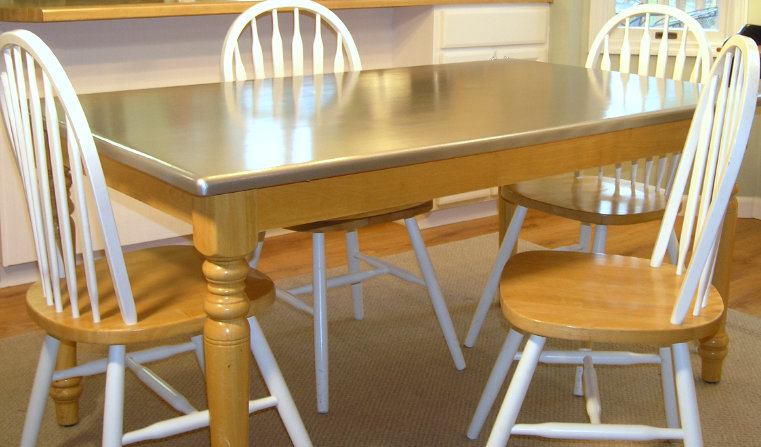 Столешница обеденного стола, окрашенная под нержавеющую сталь