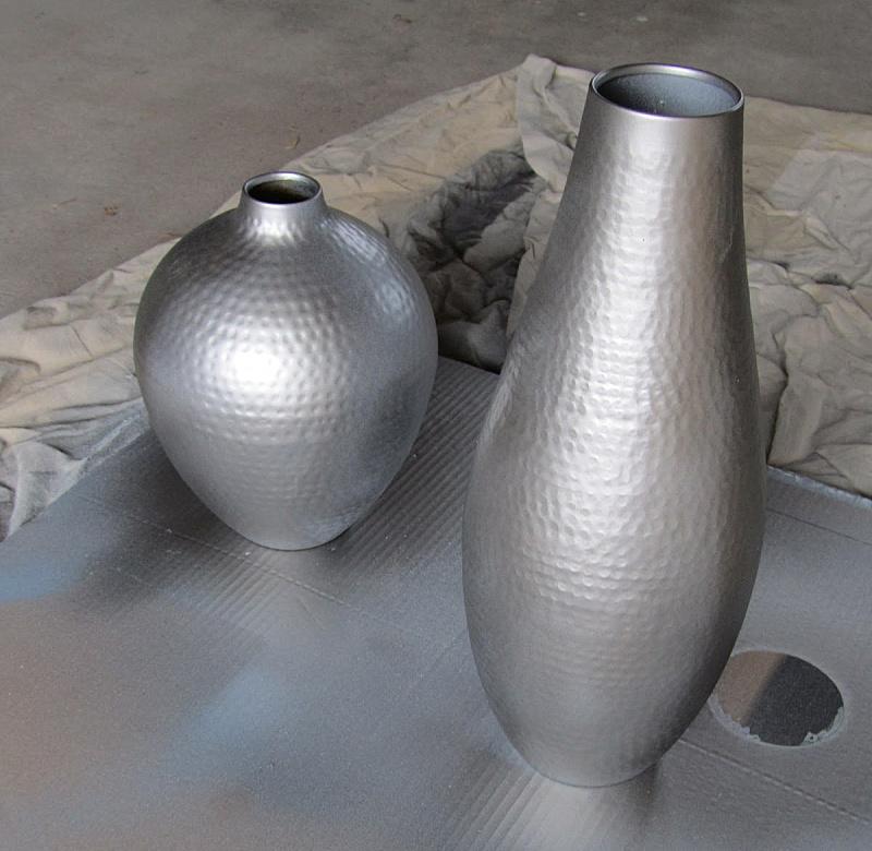 Вазы, окрашенные под нержавеющую сталь