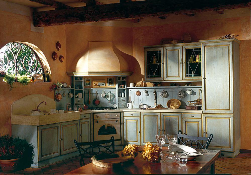 Нежно-персиковые стены в интерьере кухни