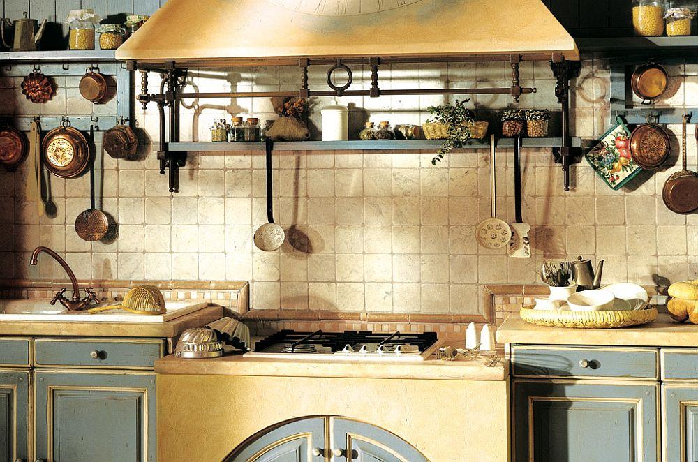 Чугунные и медные аксессуары в интерьере кухни