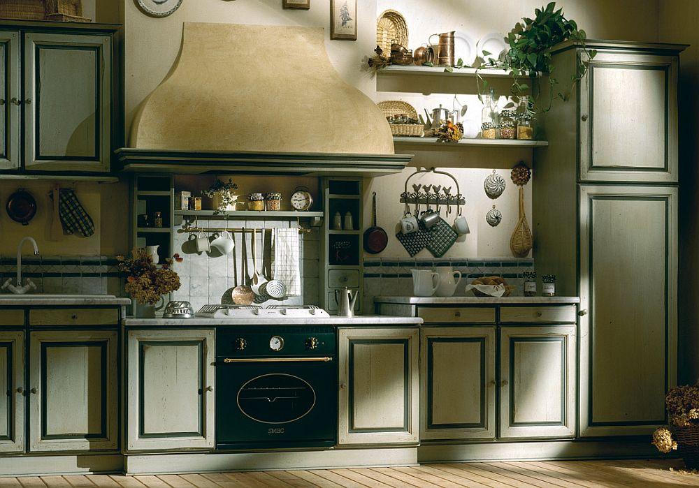 Дизайн белого кухонного гарнитура с тёмным контуром на дверцах