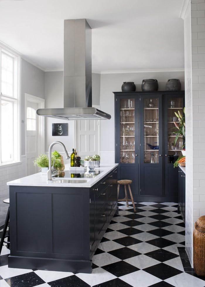 Кухня белая и серая: элегантно и немного торжественно