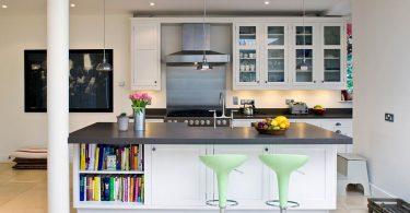 50 способов создать стильный кухонный остров с открытыми полками