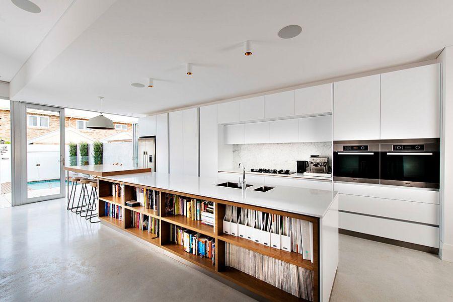 Стильный кухонный остров с открытыми полками в интерьере - Фото 4