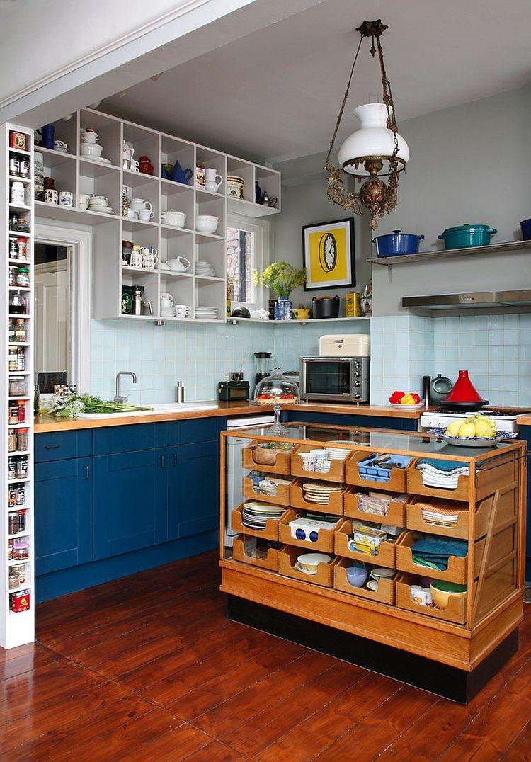 Стильный кухонный остров с открытыми полками в интерьере - Фото 14