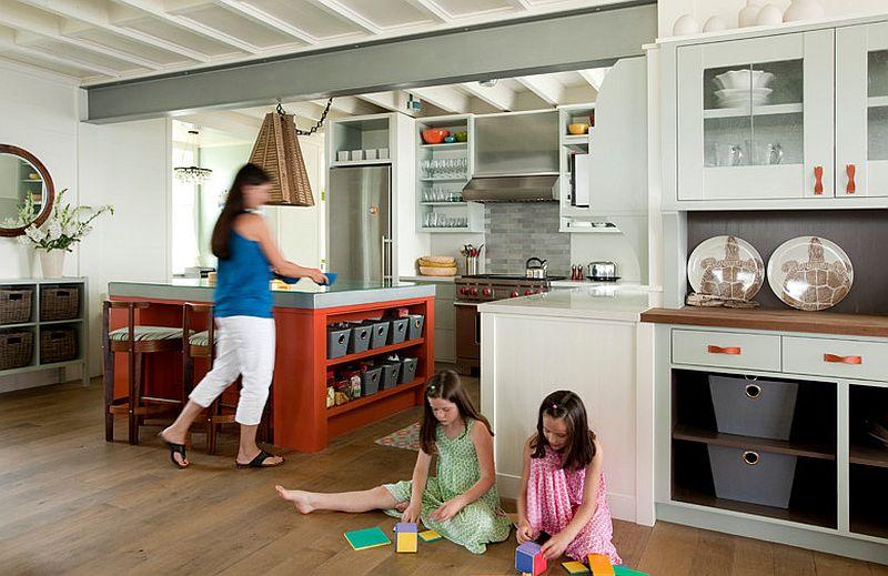 Стильный кухонный остров с открытыми полками в интерьере - Фото 18
