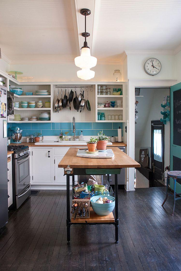Стильный кухонный остров с открытыми полками в интерьере - Фото 36