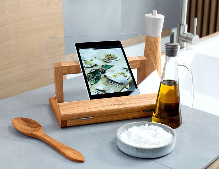 Стильные аксессуары для интерьера кухни: подставка для планшета