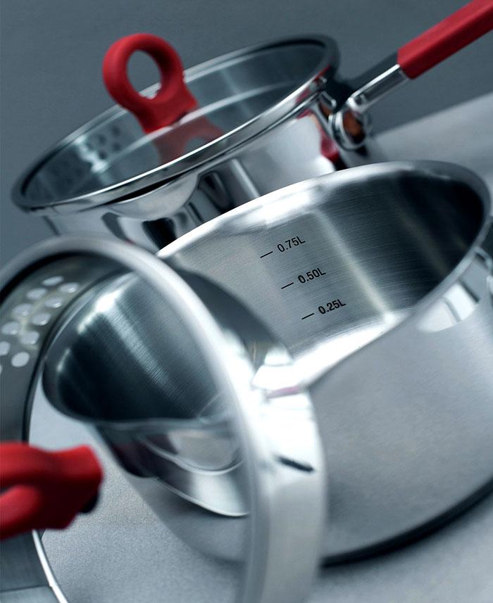 Стильные аксессуары для интерьера кухни: кастрюля с мерной шкалой
