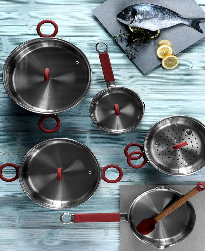 Стильные аксессуары для интерьера кухни: посуда из нержавеющей стали