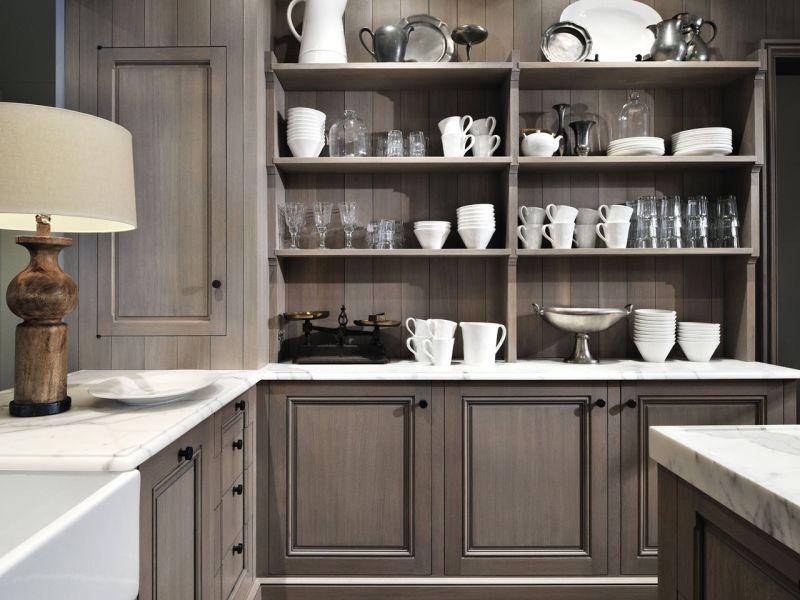 Практичные кухни: серый цвет на смену белому