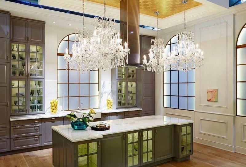 Практичные кухни: оригинальные светильники
