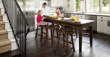 Обитаемый остров: как совместить напольный кухонный шкаф и обеденный стол?