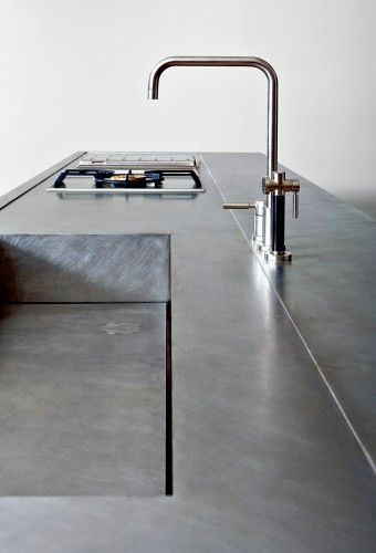 Металлическаястолешница на кухне