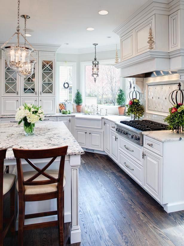 Классический дизайн белой кухни