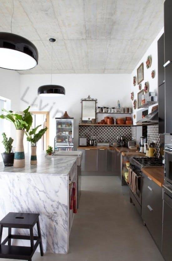 Столешницы в интерьере кухни: мраморный кухонный остров