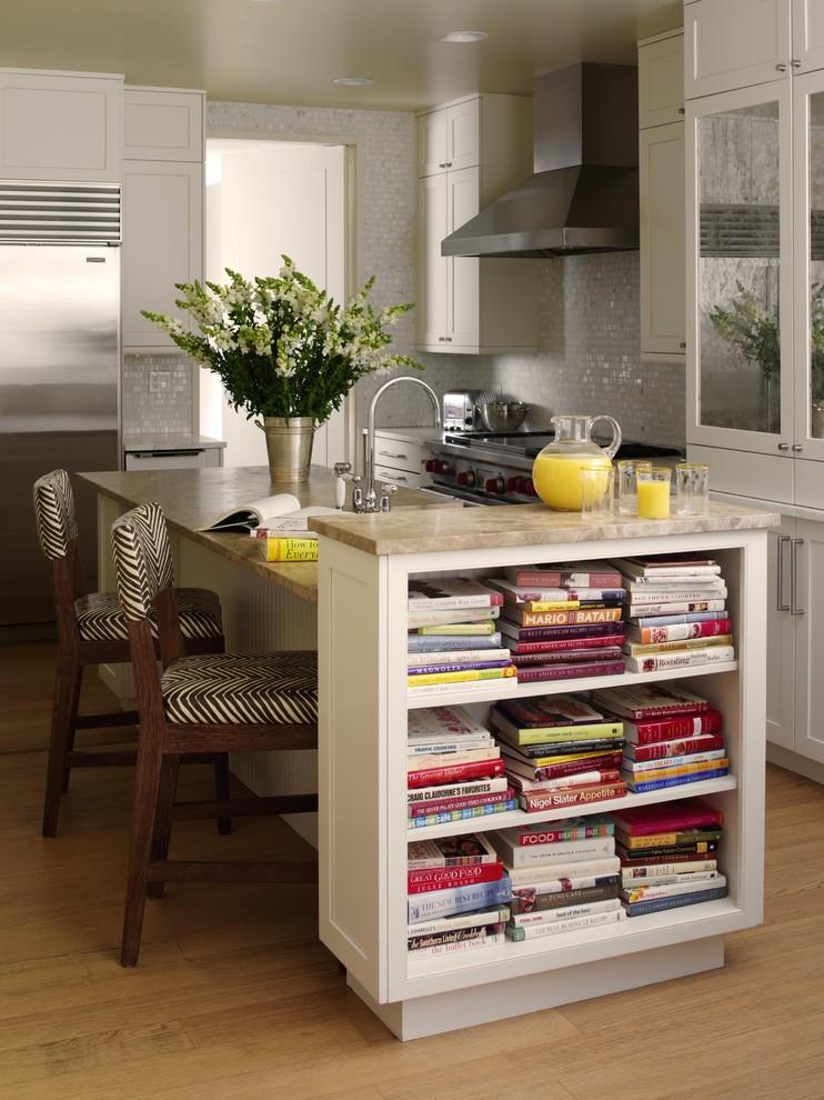 Книги на кухне интерьер