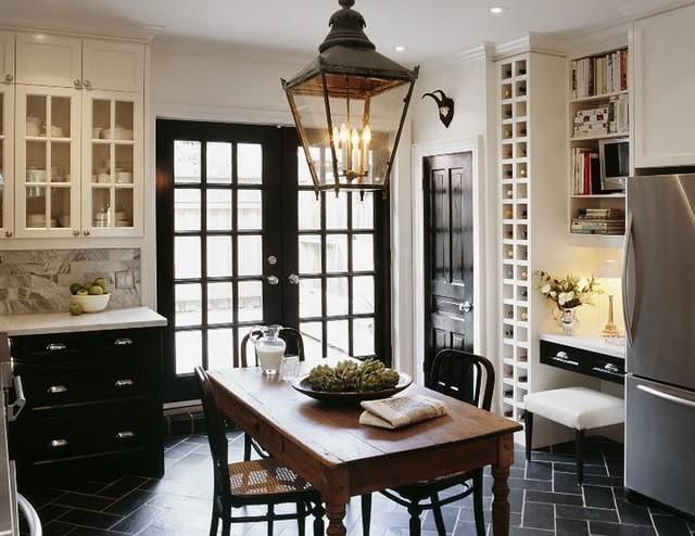 Офисный столик на кухне
