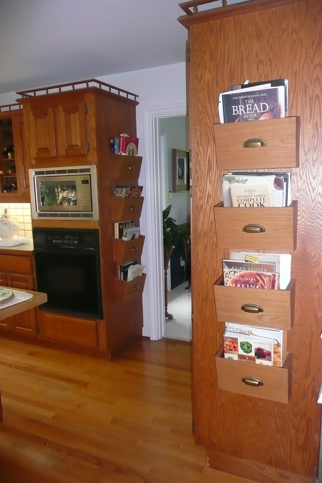 Кармашки на боковых стенках шкафчиков