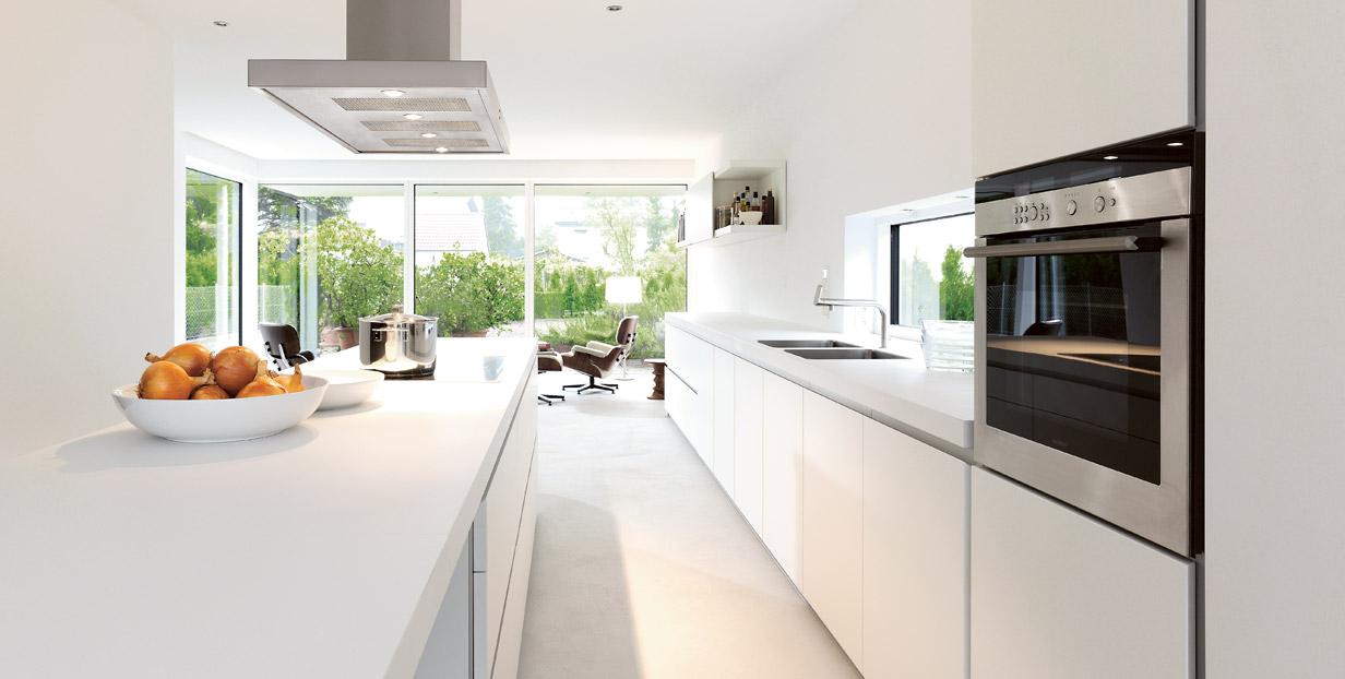 Восхитительный дизайн белой кухни Bulthaup B1 в стиле минимализм