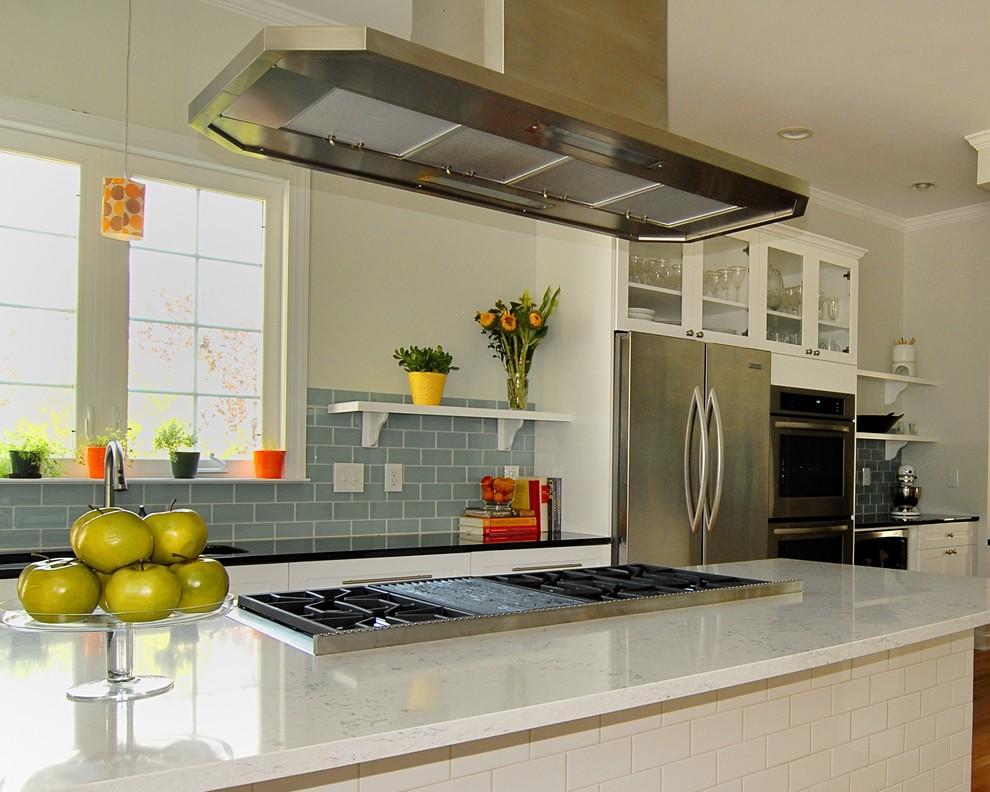 Кварцевая столешница кухонного острова