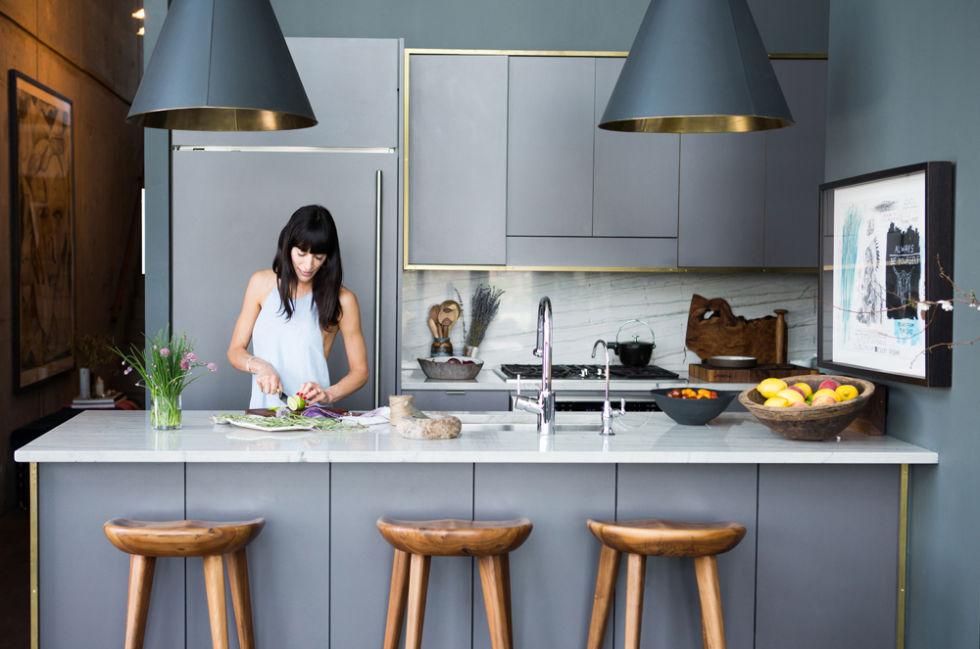 Тенденции в дизайне кухонь 2016 года - вставки из латуни