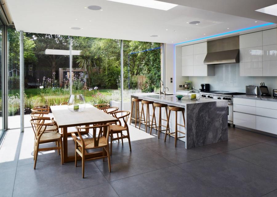 Тенденции в дизайне кухонь 2016 года - смешение мрамора, дерева и металла в интерьере