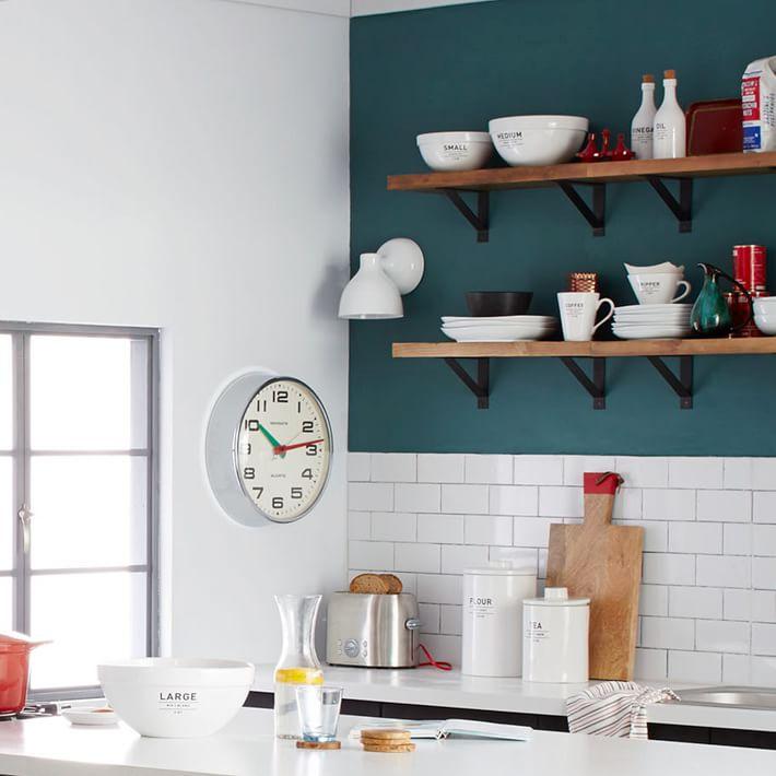 Тенденции в дизайне кухонь 2016 года - белый фартук из плитки