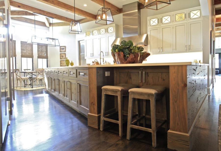 Тенденции в дизайне кухонь - дерево в интерьере кухни