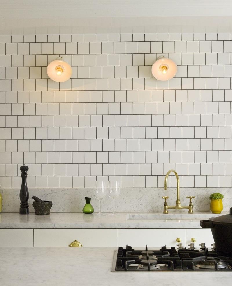 Золото в интерьере кухни: нарядный великолепный кран
