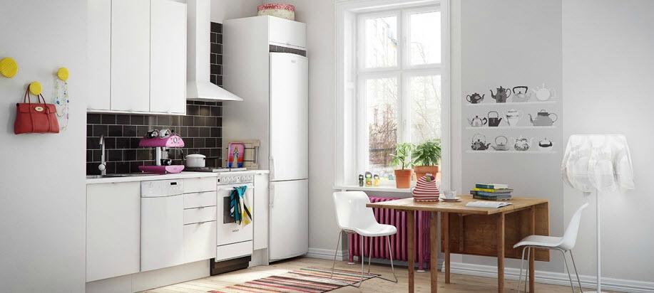 Белая кухня с черным кафелем в оформлении фартука