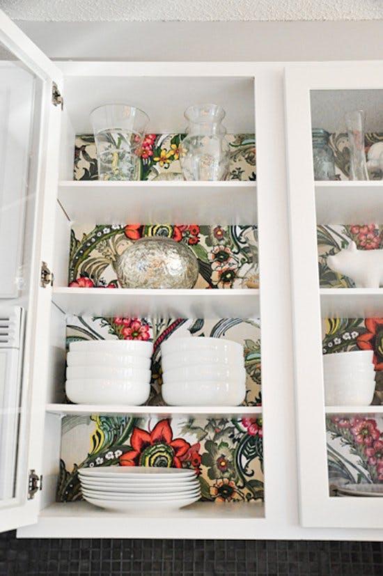 Цветочный узор в шкафу