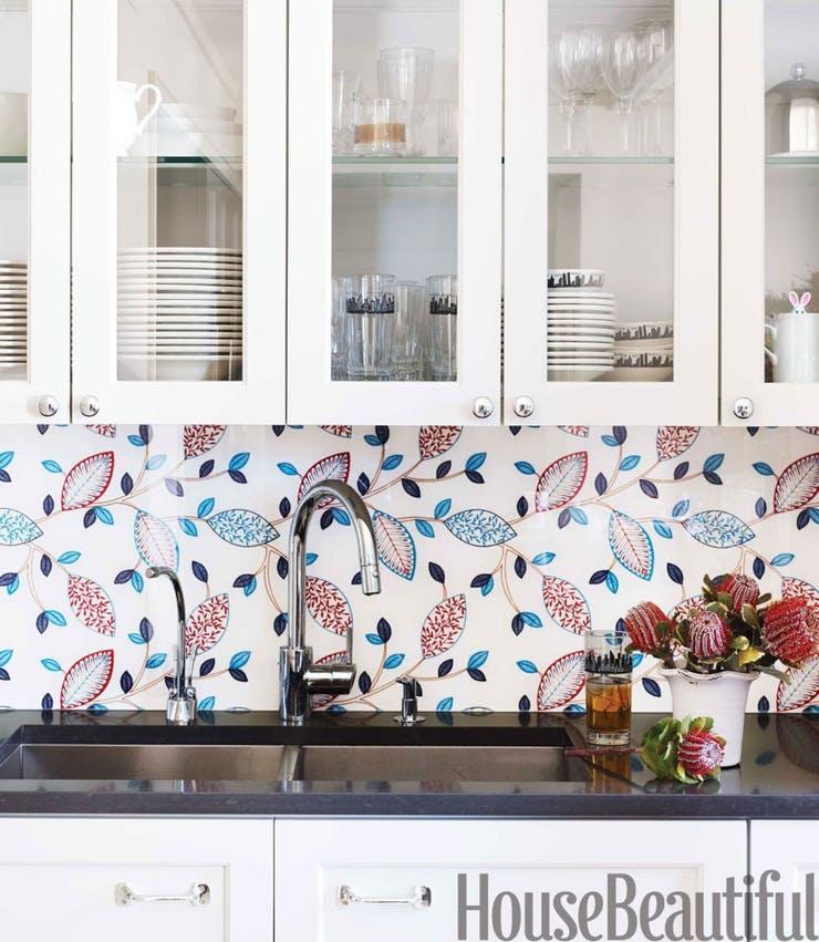 Цветы на кухонном фартуке