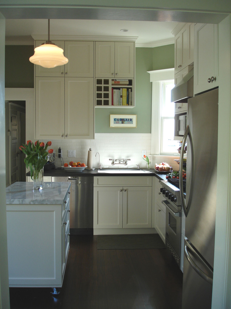 Кухня с холодильником на лоджи фото..