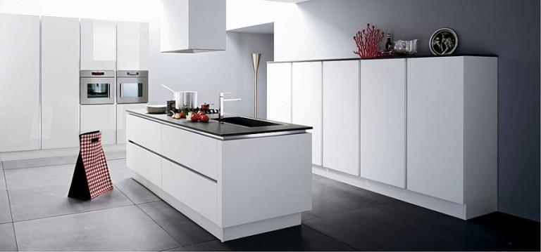Кухня в минималистичном белом цвете