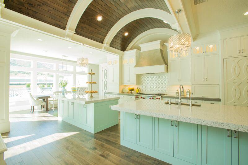 Дизайн кухни в классическом стиле - арочный потолок
