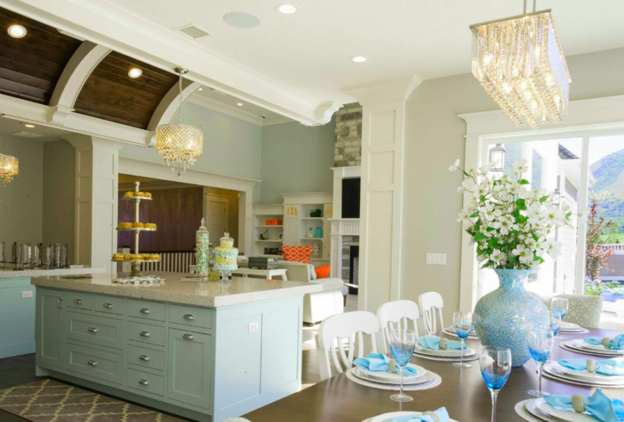 Дизайн кухни в классическом стиле - вид на столовую