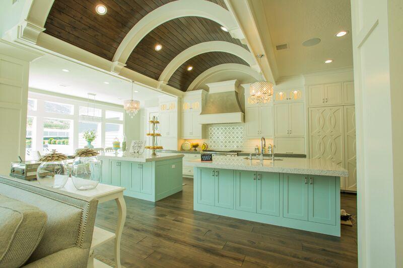 Дизайн кухни в классическом стиле - общий вид