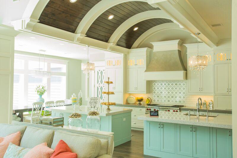 Дизайн кухни в классическом стиле - мягкие тона