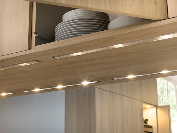Светодиодные лампы на нижней части кухонных ящиков