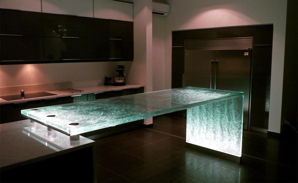 Уникальная модель стеклянного кухонного острова в зелёной гамме